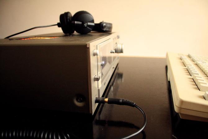 Die Knöppe Play, Pause, Stop sind mit den Standart-Funktionen eines Computergehäuses belegt. Der Ursprüngliche Stromschalter funktioniert als Tastensperre, um versehentliches drücken der Knöpfe zu verhindern. Für einen Server durchaus praktisch.