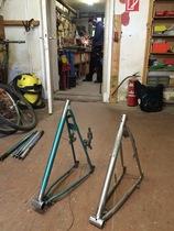 Hinterteile von alten Fahrrädern